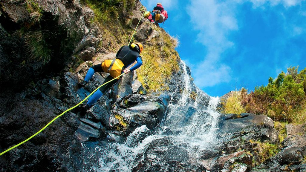experience-canyoning-2
